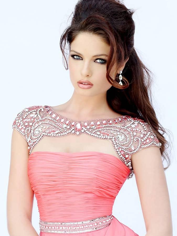 Платье в пол розового цвета.