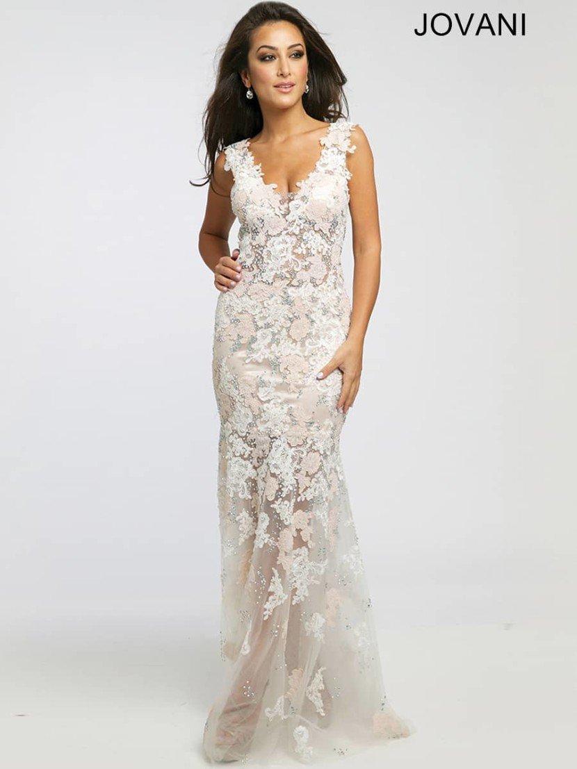Светлое вечернее платье на свадьбу.