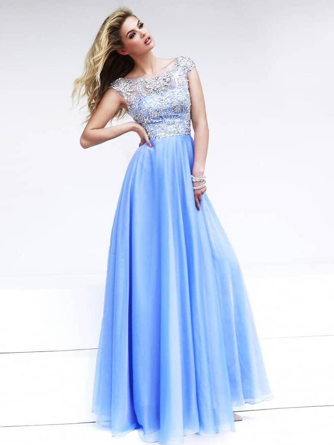Легкое голубое выпускное платье в пол.