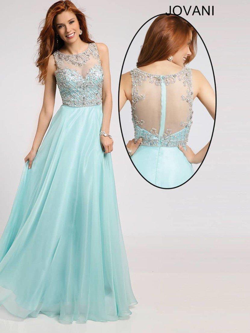 Выпускное платье с открытой спиной.