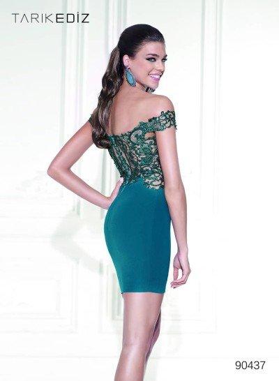 Короткое облегающее вечернее платье.