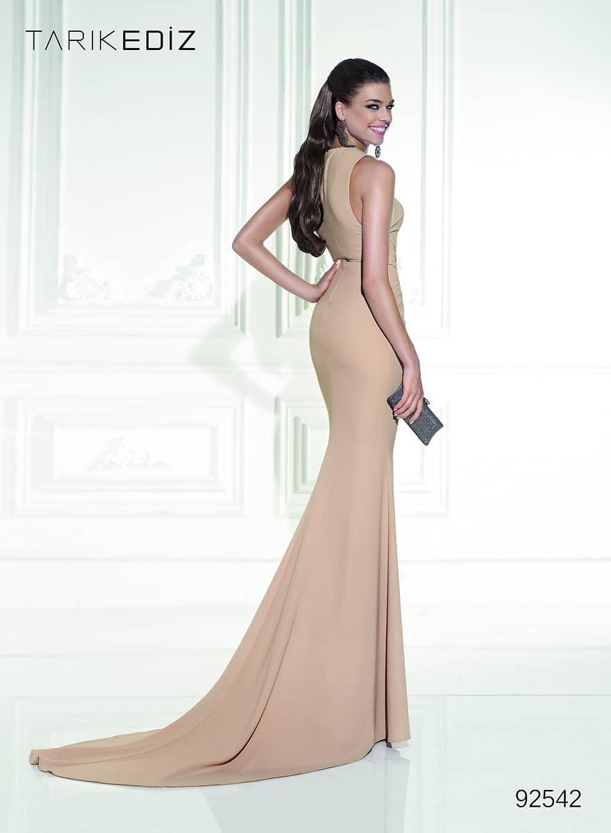 Вечерние платья бежевого цвета купить