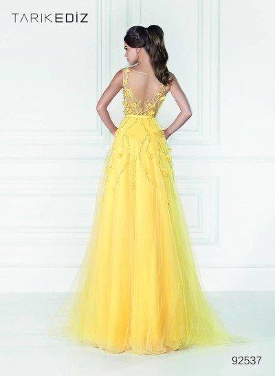 Позитивное желтое вечернее платье.