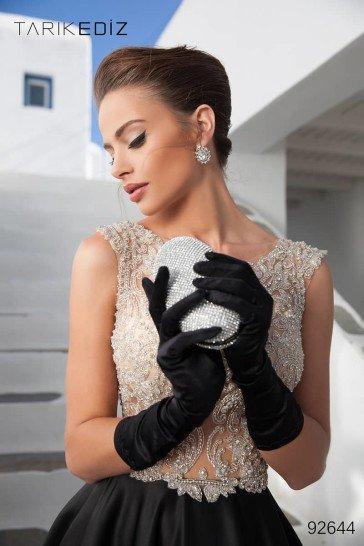 Шикарное вечернее платье в пол с черной юбкой.