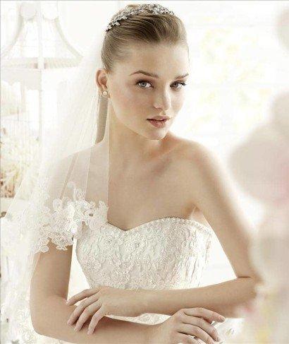 Свадебное платье с кружевными рукавами.