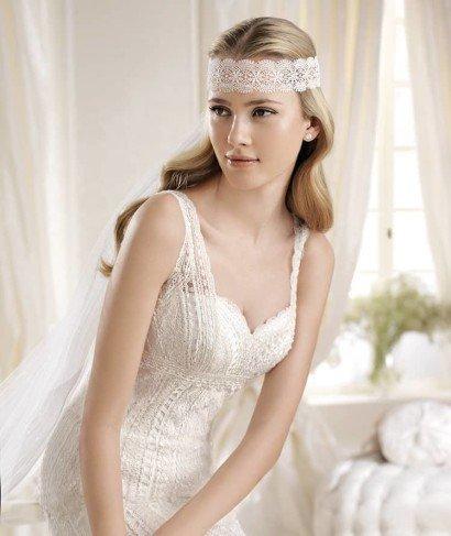 Узкое силуэтное свадебное платье.