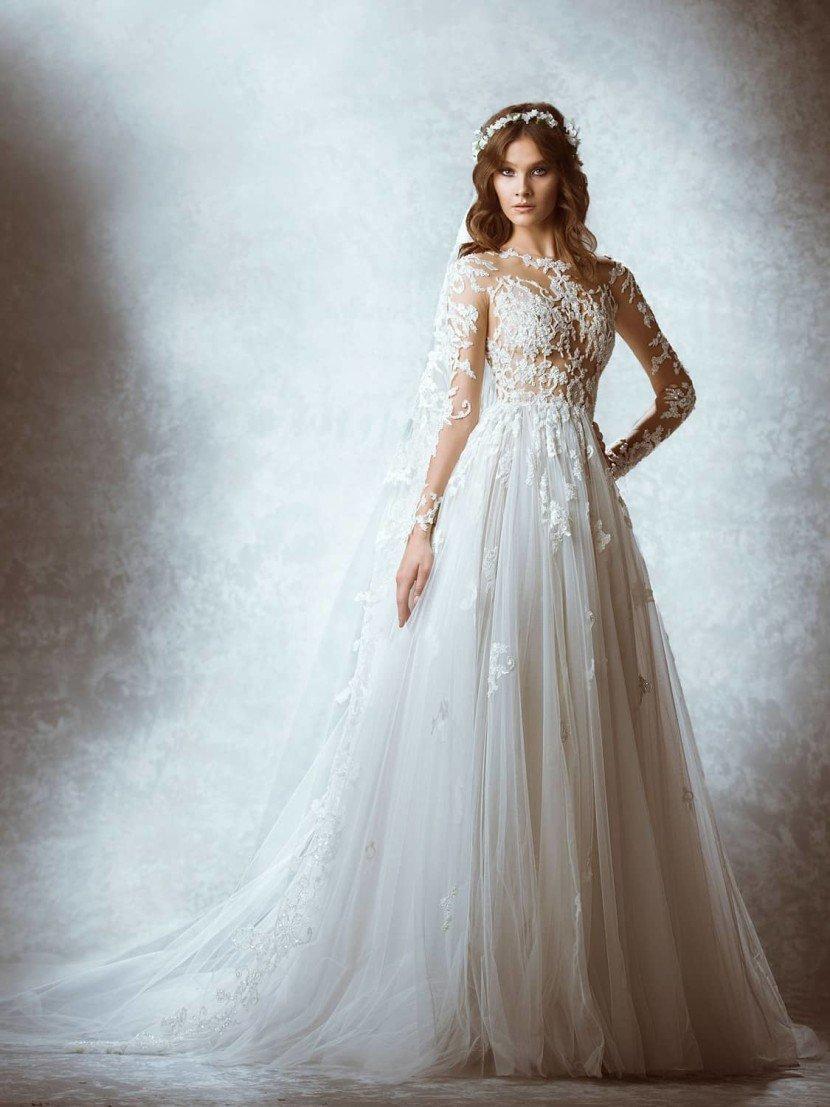 Дорогое шикарное свадебное платье со шлейфом.