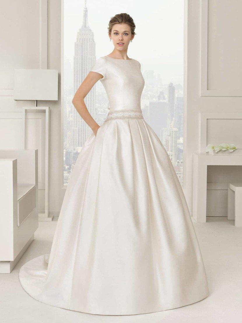 Дорогое пышное свадебное платье.