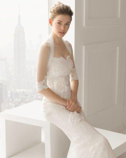 Модное легкое свадебное платье.