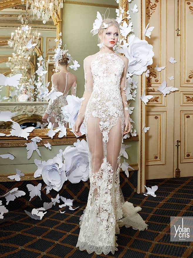 Экстравагантное прозрачное свадебное платье.