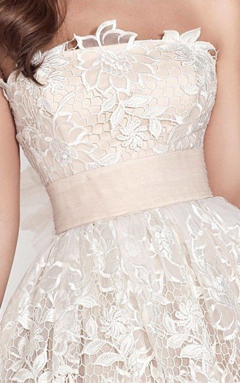 Белое вечернее платье на свадьбу.