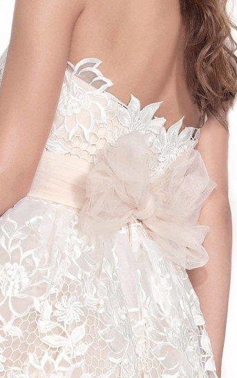 Белое короткое вечернее платье на свадьбу.