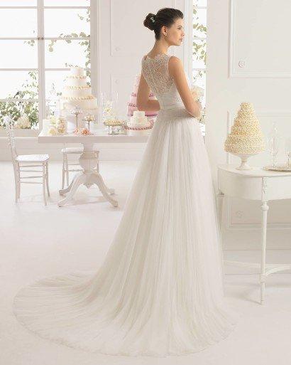 Свадебное платье с кружевной спиной .