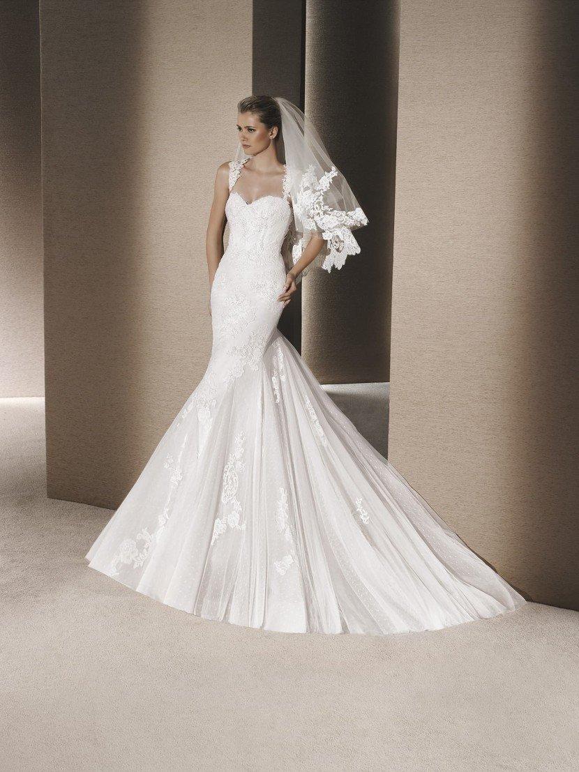 Классическое свадебное платье русалка с кружевными бретелями.