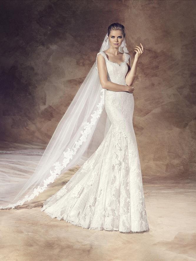 Шикарное облегающее свадебное платье.