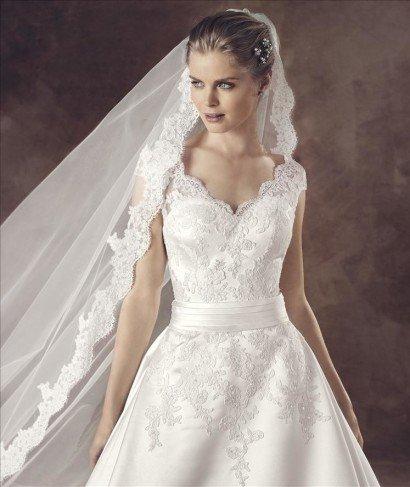 Свадебное платье из сатина.