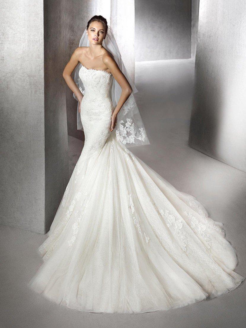 Свадебное платье русалка со шлейфом.