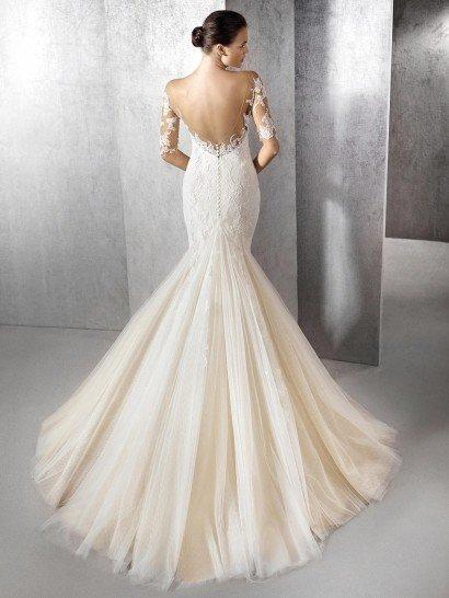 Свадебное платье рыбка с кружевным декольте и с открытой спиной.
