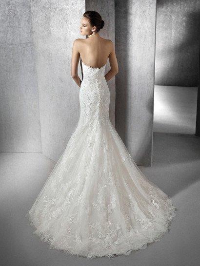 Свадебное платье фасона русалка со шлейфом.
