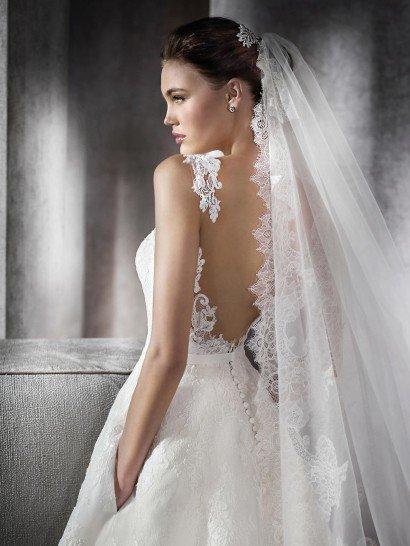 Свадебное платье с карманами и открытой спиной.