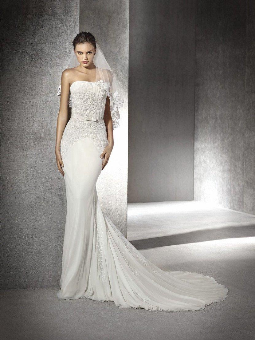 Облегающее свадебное платье.