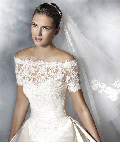 Платье свадебное с кружевом.