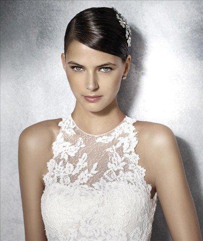 Свадебное платье рыбка с открытой спиной и кружевом.