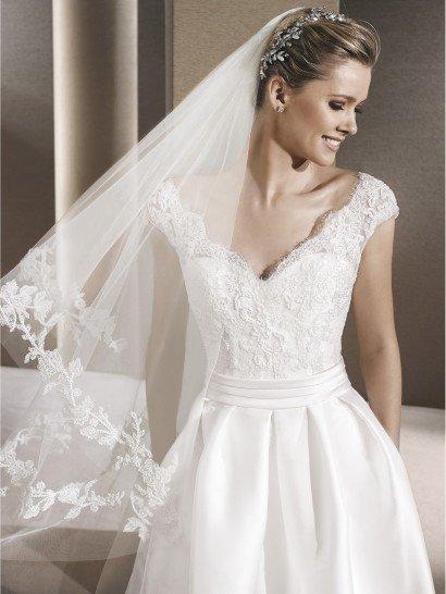 Свадебное платье с открытой спиной и карманами.