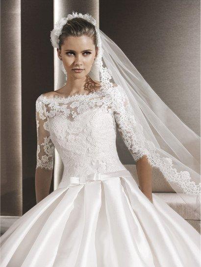Пышное простое свадебное платье.