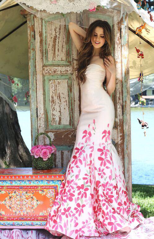 Полная коллекция платьев