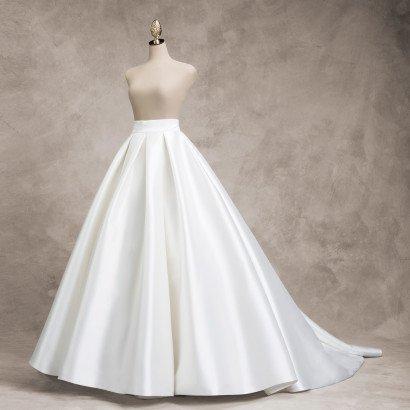 Свадебный костюм создан для невесты с уникальным чувством стиля.