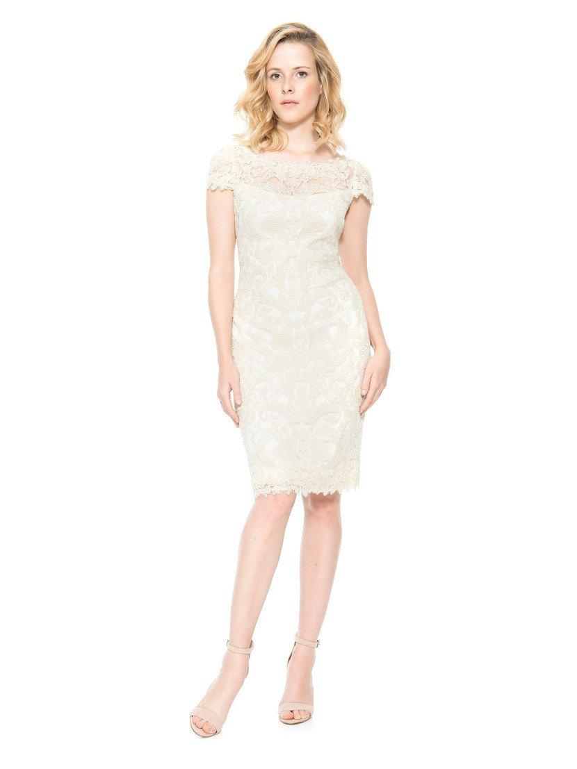 Короткое молочное вечернее платье.