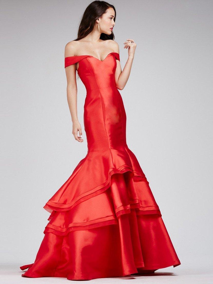 Потрясающее вечернее платье насыщенного алого цвета впечатляет и роскошной атласной фактурой ткани, и эксцентричным кроем.