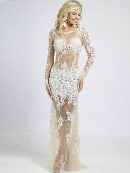 Прямое прозрачное вечернее платье с рукавами.