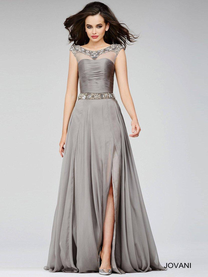 Пышное вечернее платье выполненное из великолепного серебристого атласа.