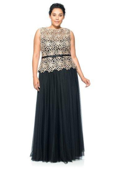 Роскошное вечернее платье выполнено из контрастных тканей графитового синего и белого цветов.