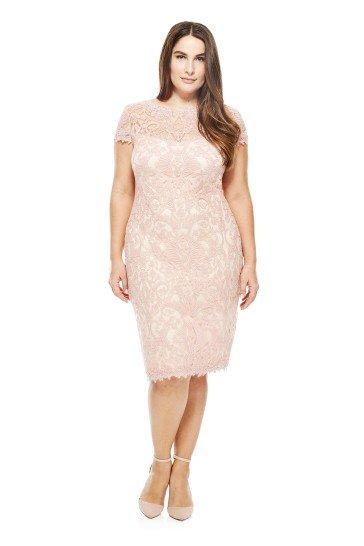 Короткое коктейльное  платье в нежном розовом цвете.
