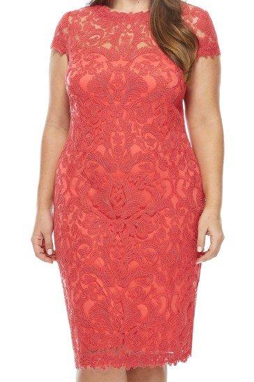 Коктейльное платье покрытое изысканным шитьем по полупрозрачной ткани.