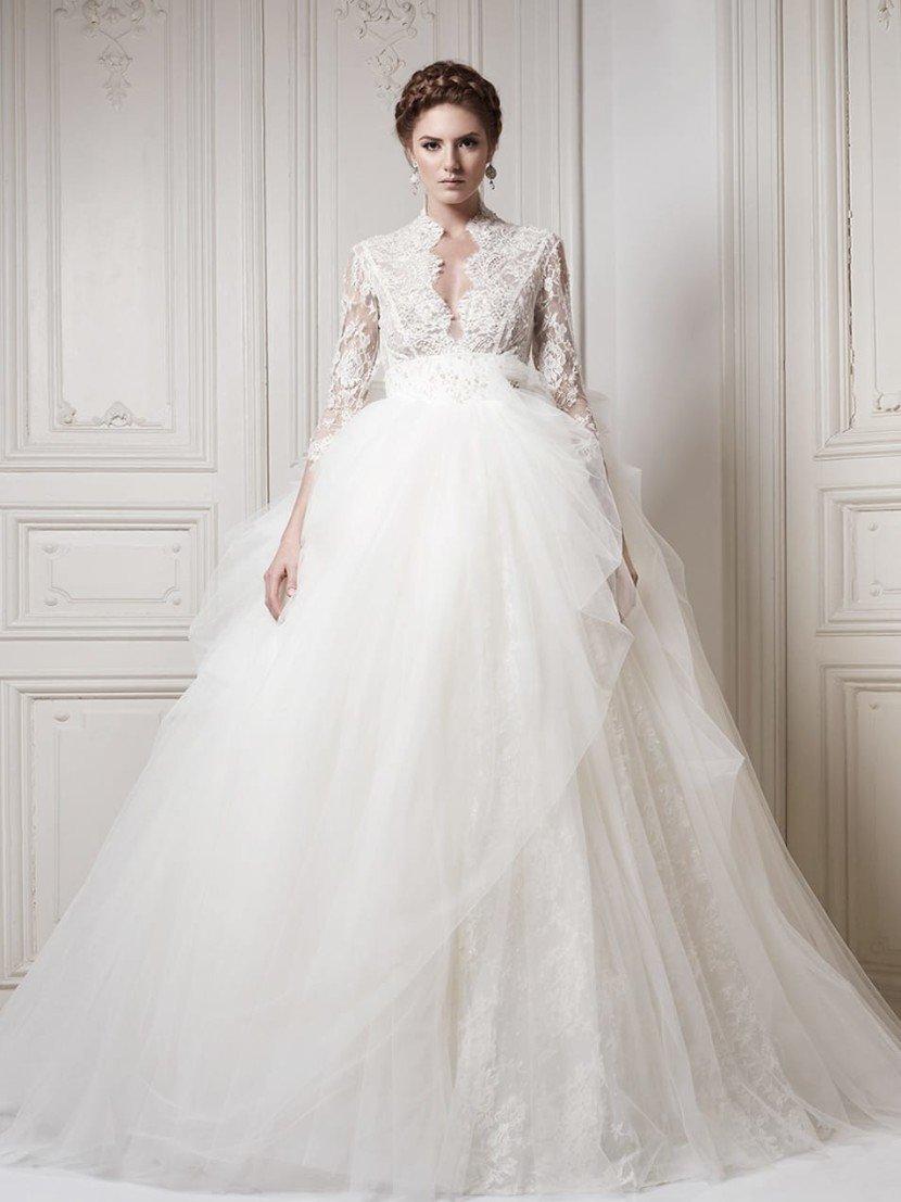Необычное элитное свадебное платье с романтичной пышностью силуэта.
