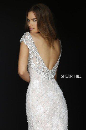Белое кружевное платье на выпускной.