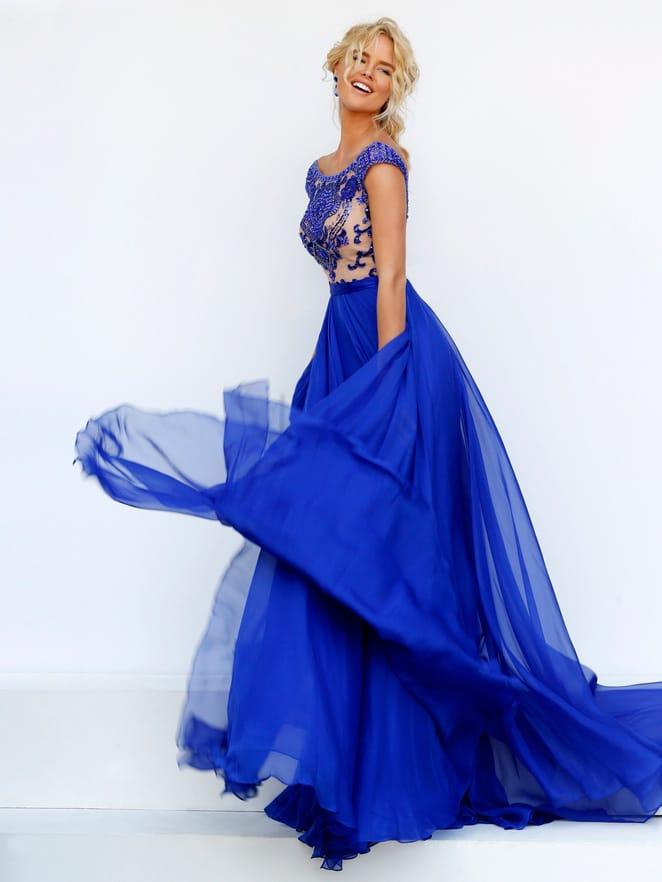 Синее длинное платье на выпускной.