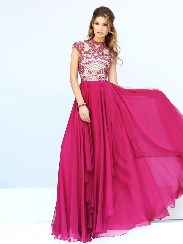 Малиновое выпускное платье с вышивкой.