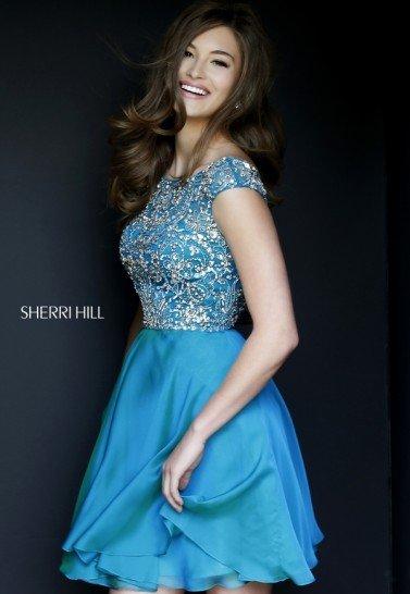 Синее платье с декором на выпускной.