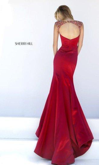 Красное стильное облегающее платье на выпускной.