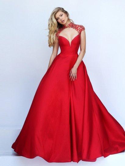 Потрясающе пышное вечернее платье яркого красного цвета выполнено из плотного глянцевого атласа, фактура которого становится выразительным украшением лаконичной юбки.  Открытый корсет с глубоким вырезом декольте дополнен верхом из полупрозрачной ткани, покрытой плотным слоем вышивки.  Верх красиво очерчивает шею высоким воротником и создает на спинке вечернего платья чувственный вырез «замочная скважина».