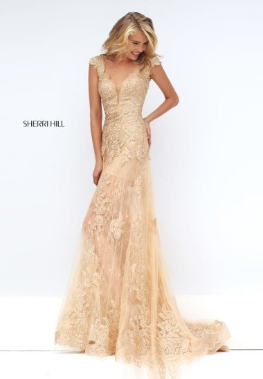 золотисто-кремовое платье.