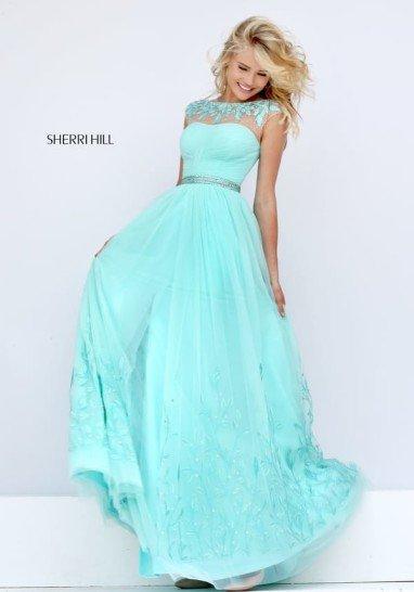Выпускное платье нежного голубого цвета.