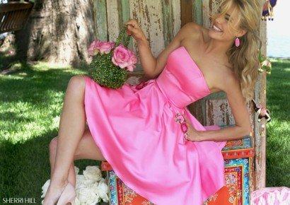 Розовое короткое платье на выпускной.