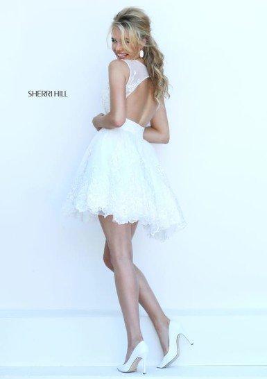 Белое короткое пышное платье на выпускной.