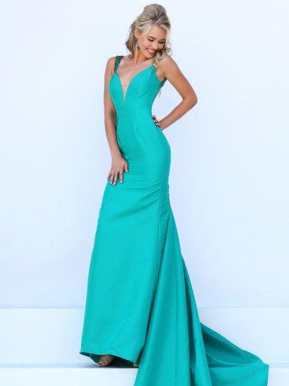 Роскошное зеленое вечернее платье потрясает дорогой фактурой плотной атласной ткани и драматичным кроем с пышным длинным шлейфом, великолепно сочетающимся с облегающим силуэтом.  Глубокое декольте в форме сердца, оформленное бежевой вставкой, идеально дополняет соблазнительный крой.  Обрамляющие его узкие бретели декорирует сияющая вышивка из пайеток и бисера в тон ткани.  Спинка открыта глубоким округлым декольте.